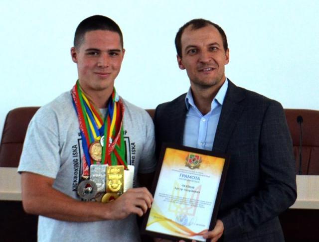 2018_den_fizkulturnika_medali_evropy_i_mira_severodoneck_kikboksing_iska_serbin_003.jpg