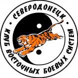 Cvetnaya_emblema_Severodoneckogo_kluba.jpg