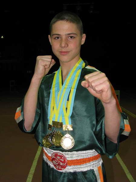 chempion_mira_artur_chernov_uchenik_gun-fu_severodoneck_-_tri_zolotyh_medali_chempionata_ukrainy_po_kikboksingu_wpka_v_harkove.jpg